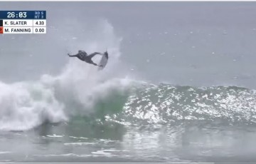 Kelly Slater et son aerial d'extraterrestre au Hurley Pro