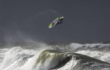 Vidéo windsurf: Allé Retour dans le shorebreak !