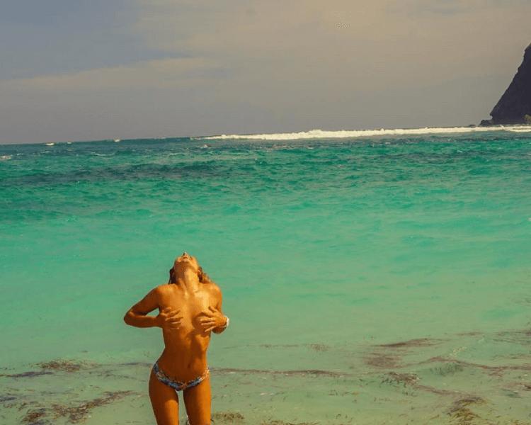 nikki-van-dijk-sexy-surf