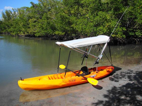 kayak de pêche avec toit