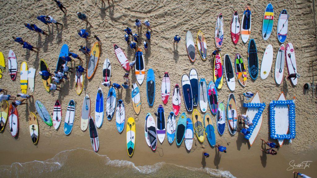 dizaines de paddle sur une plage