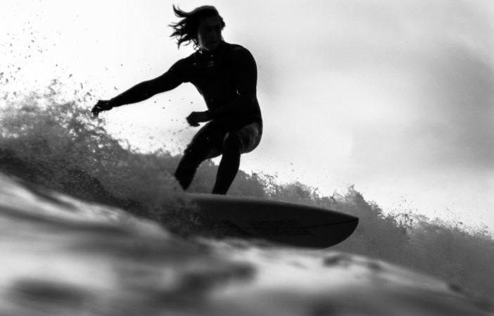 vagueo- Comment enlever la wax de son surf